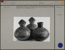 Triple vase en poterie à corps globulaire