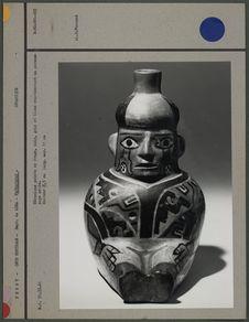 Céramique peinte en rouge, noir, gris et blanc