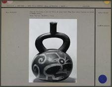 Vase en céramique à anse en étrier