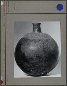 Vase en forme de bouteille en céramique