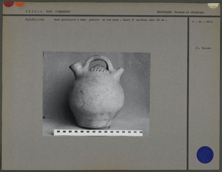 Vase globulaire à deux goulots