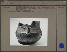 Fragment de vase en céramique rouge