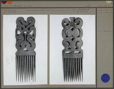 Peignes en bois sculpté