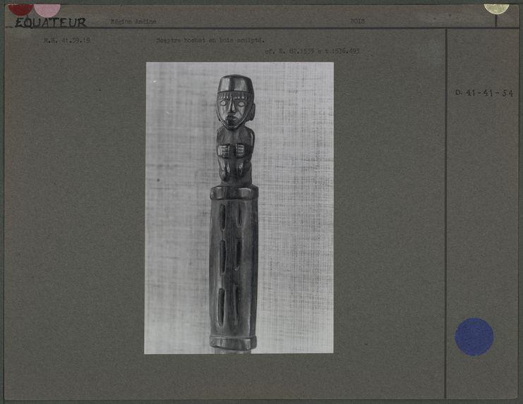 Sculpture sur bois, sceptre ou hochet
