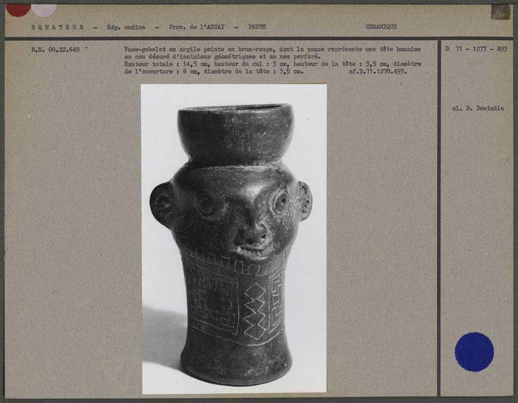 Vase-gobelet en argile peinte