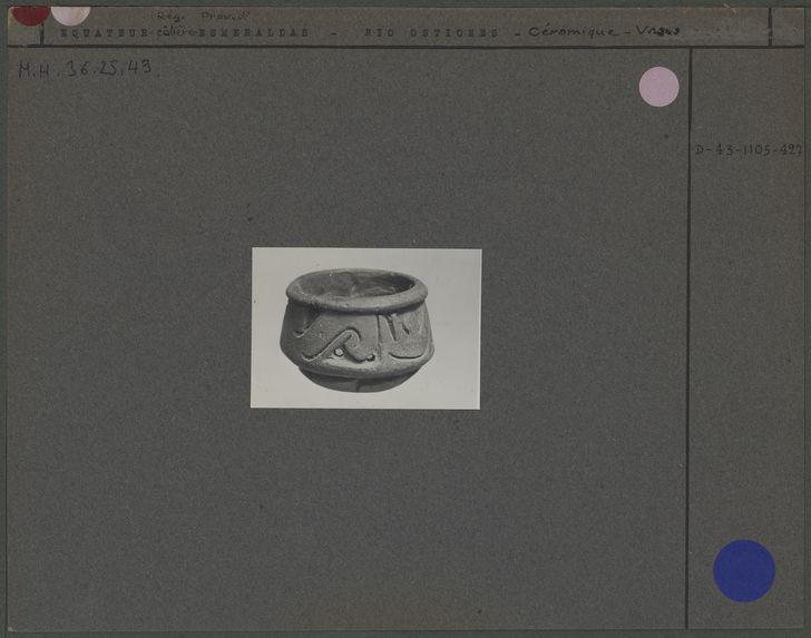 Petit vase en céramique grise