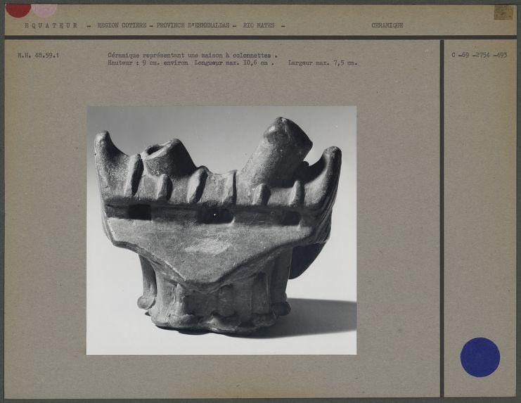 Céramique représentant une maison