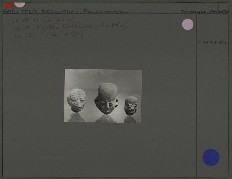 Petites têtes en céramique