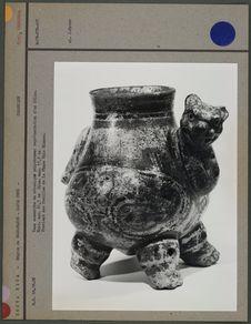 Vase zoomorphe en céramique polychrome