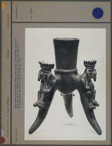 Vase tripode en céramique brune