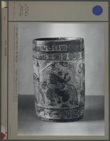 Céramique peinte polychrome maya