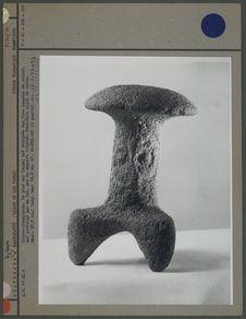 Pierre-champignon à trois pieds