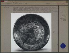 Plat tripode en céramique décorée
