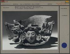 Encensoir en céramique, tête de divinité