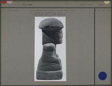 Personnage en pierre volcanique, profil