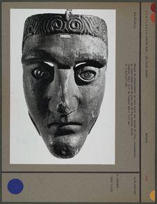 Masque de conquistador en bois peint