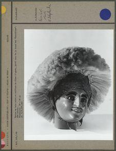 Masque de bois peint, coiffure de fibre d'agave