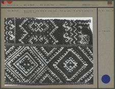 Quesquemel en coton brodé de laine
