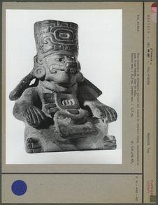 Urne funéraire représentant un dieu