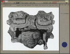 Fragment d'urne, tête humaine