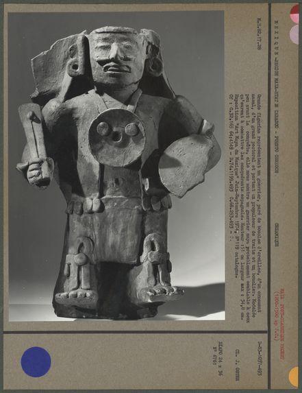 Grande figurine représentant un guerrier