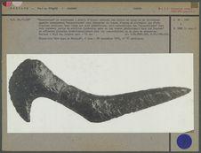 Grand couteau en obsidienne taillée, manche en forme de tête d'oiseau