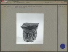 Fragment de vase tripode en céramique