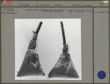 Battoirs en peau à manche de bois
