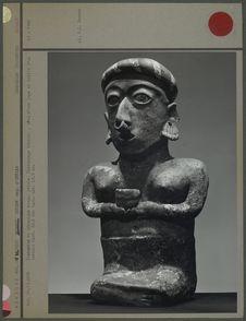 Statuette, personnage féminin