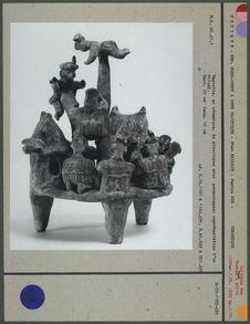Céramique, scène de la vie d'un village