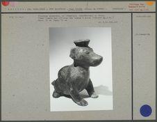 Figurine zoomorphe en céramique, un chien