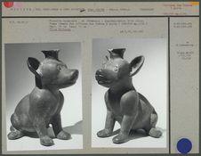 Figurine zoomorphe en céramique, chien