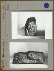 """Fragment d'un """"joug"""" en pierre verte"""