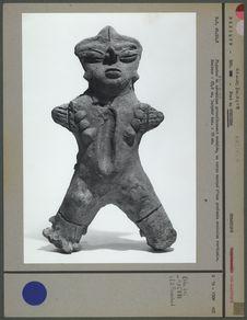 Figurine en céramique modelée