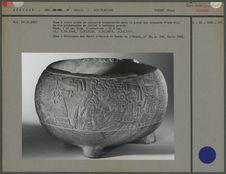 Vase à décor en relief