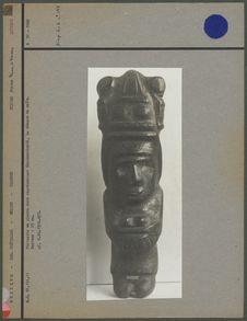 Statue de Centeotl debout, diorite