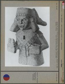 Statue en pierre volcanique