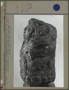 Pierre, statue représentant le dieu Quetzalcoatl, profil droite