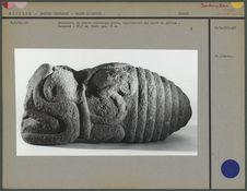 Sculpture en pierre volcanique grise