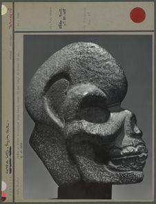 Crâne en roche volcanique