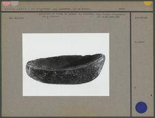 Vase en pierre en forme de bateau