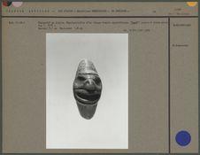Pendentif en ivoire, visage humain squelettique