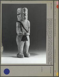 Poupée Kachine en bois sculpté et peint