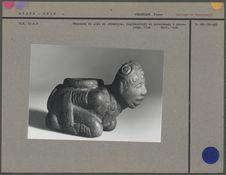 Fourneau de pipe en céramique, personnage à genou