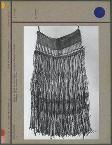 Pagne de femme en cuir, fibres végétales