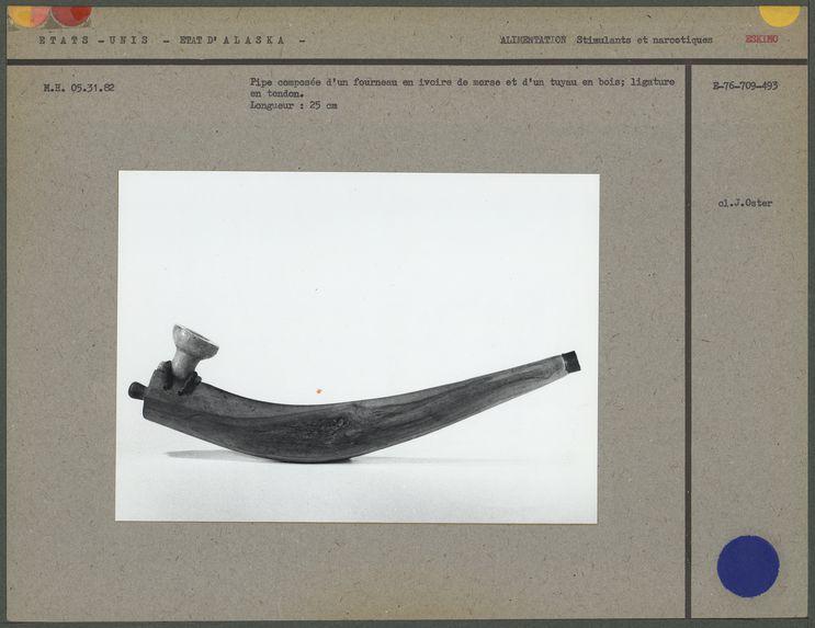 Pipe composée d'un fourneau en ivoire de morse