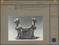 Support de harpon en ivoire de morse sculpté