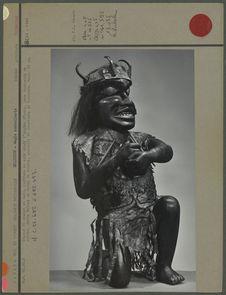 Statue de shaman en bois