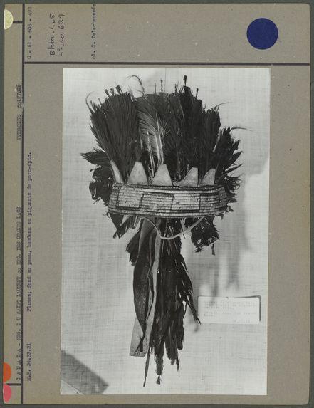 Bonnet, plumes et piquants de porc-épic