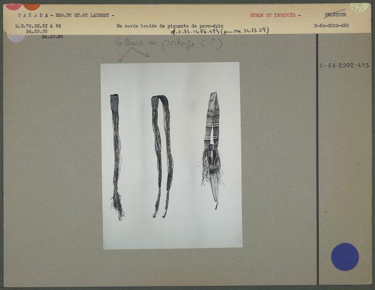 Couteau avec gaine et ceintures brodées de piquants de porc-épic